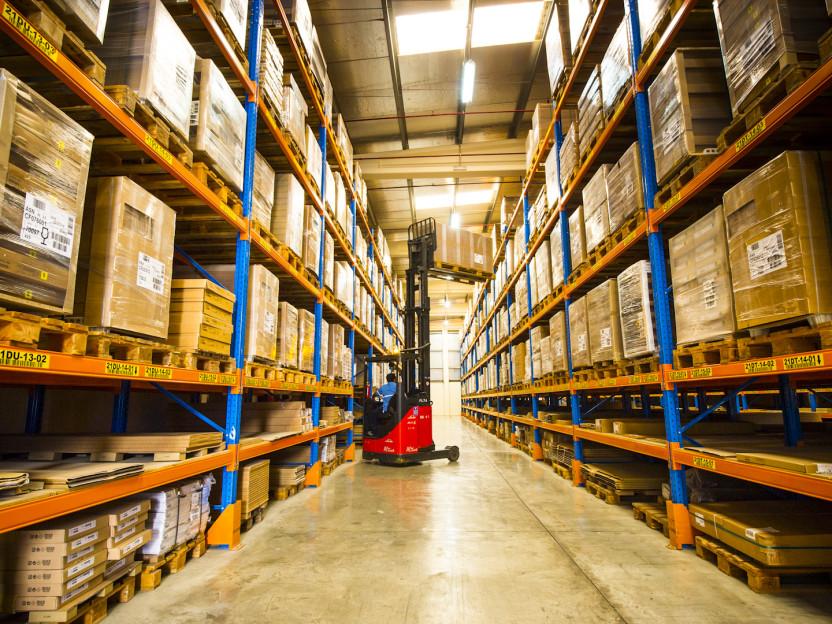 التخزين والخدمات اللوجستية